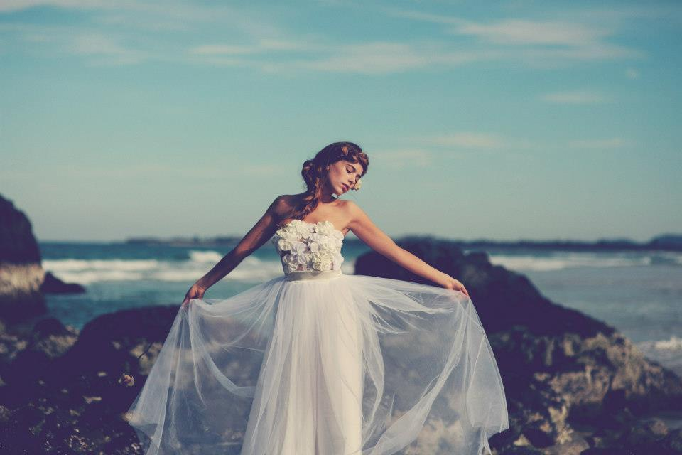 f8fcb4ed465a Δεν υπάρχει κανένας λόγος να αγαναχτήσετε και να κουραστείτε προσπαθώντας  να τακτοποιείτε συνεχώς το φόρεμα σας. Επιλέξτε κάτι αέρινο και κυρίως ένα  ύφασμα ...