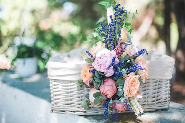 b4a22abee5aa Floral Βάπτιση Κοριτσιού Με Λεβάντα Και Τριαντάφυλλα • ogamosmas.gr