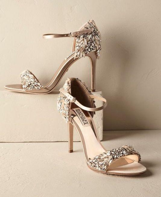 266e8af746 παπούτσια ΝΥΦΙΚΑ ΠΑΠΟΥΤΣΙΑ  Επιλέγοντας Το Πιο Διαχρονικό Παπούτσι