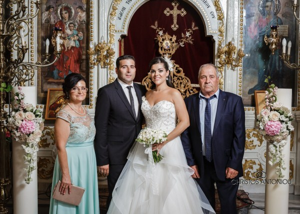 8857524f84d9 ... Το ζευγάρι με τους γονείς του Κωνσταντίνου   Χρήστος Αντωνίου ...