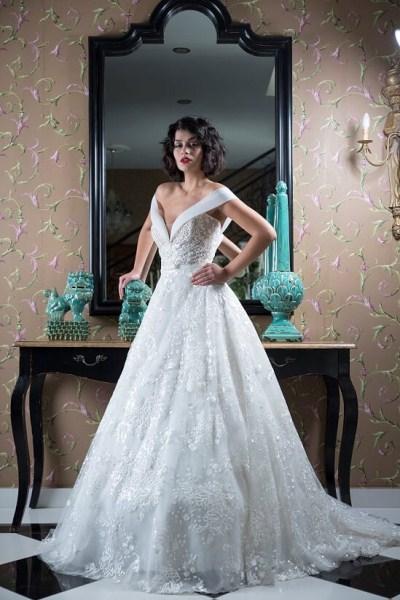575a99fefd26 Fashion Brides-Με κεντητά κρύσταλλα Fashion Brides-Off shoulders νυφικό